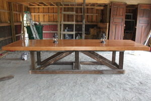 Medium barn trestle table
