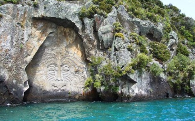 800px-01_New_Zealand_Lake_Taupo_Maori
