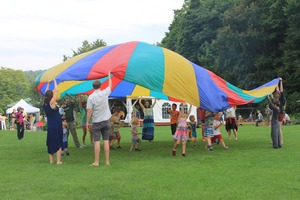 Medium rs picnic 20parachute img 3678