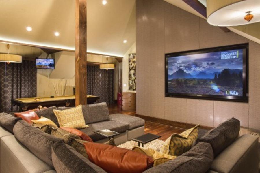 Architecture design tanaka ridge steamboat magazine for Bonus room bedroom ideas