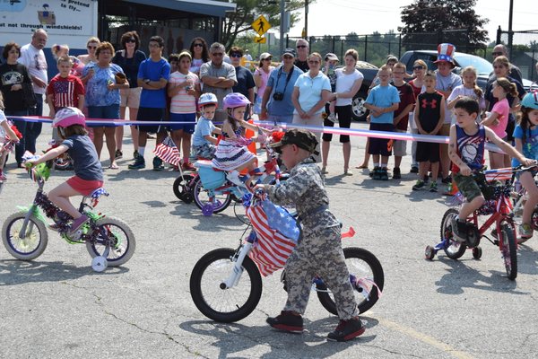 Contests in the bike decoration contest.