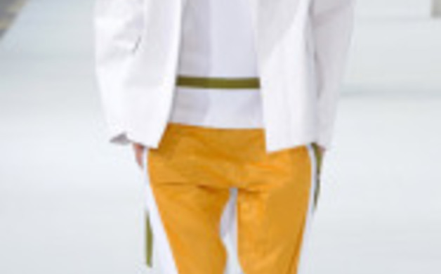 esq-dries-white-coat-mdn-64811195
