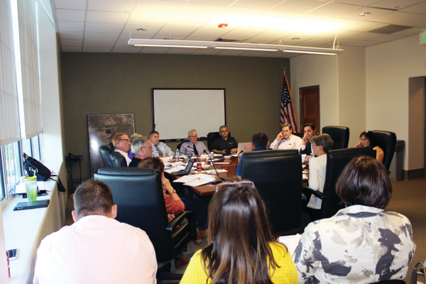 Elected officials and city staff met on May 10 to discuss the 2016–2017 fiscal year budget. Photo courtesy of Briana Kelley.