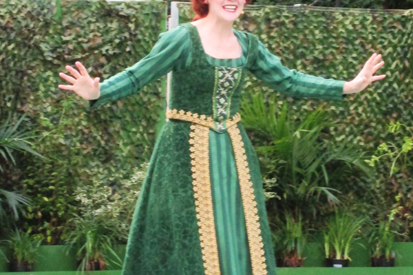 Kate Wright plays Princess Fiona, and is also the president of the Brandywiners.