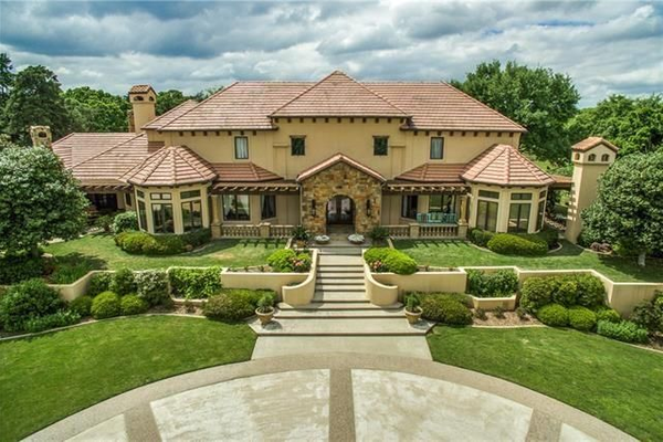 1900 Shady Oaks Drive, Southlake. Photo courtesy of Realtor.com