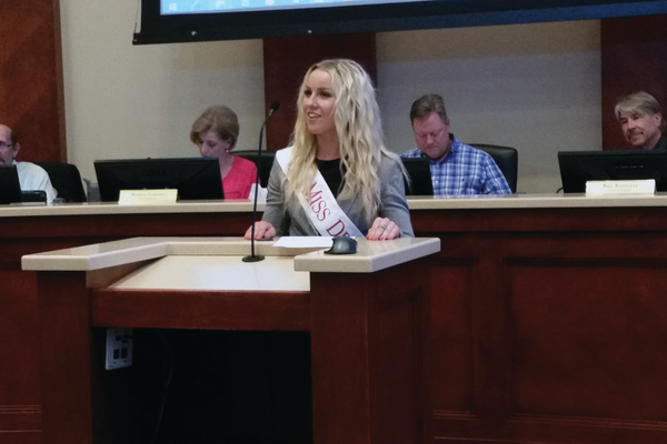 Brynn Garfield thanks the city and the council after a year of serving as Miss Draper. (Kelly Cannon/City Journals)