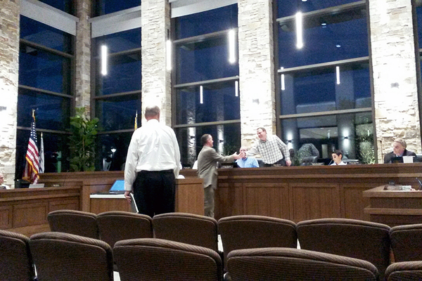 Paul Jerome shakes hands with Councilman Mike Shelton. (Cassandra Goff/ City Journals)