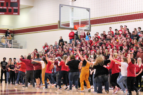 2017 Maple Grove Senior High Sno-Daze Pepfest (photo by Wendy Erlien)