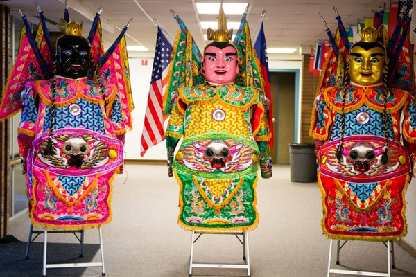 Three Prince Nezha statues served as the background for a grand photo opportunity. (Ridgecrest PTA Facebook)