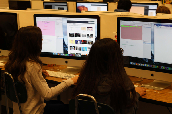 Students designing websites in William Pettit's class. (Allie Nannini/City Journals).