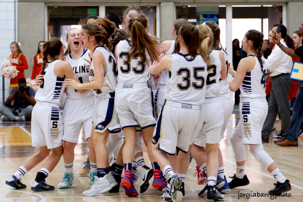 The Skyline Eagles celebrate winning the 4A state championship. (jorgiabarryphoto)