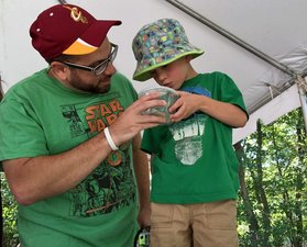 Medium bug day father and son looking at bugs 634x512