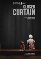 Medium closed curtain