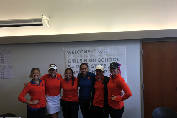 Brighton girls varsity golf team gathers for a photo at the state championship.(Clark Garso/ Brighton High School)