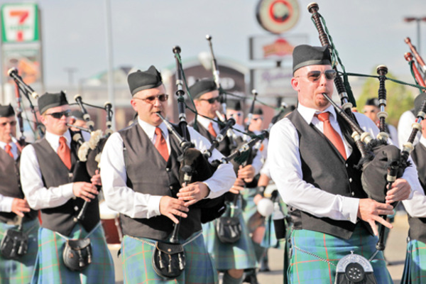 The Utah Pipe band appears in the Murray parade. (Lin Cheon)