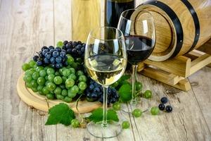 Medium two types of wine 1761613 1920