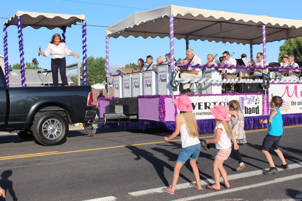 Kids dance to the music of the Riverton Jazz Band during the parade. (Travis Barton/City Journals)