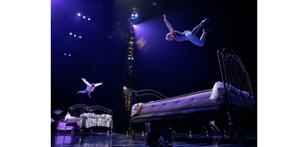 Bouncing 20beds lucas 20saporiti 20costumes 20dominique 20lemieux 202015 20cirque 20du 20soleil 20photo 203