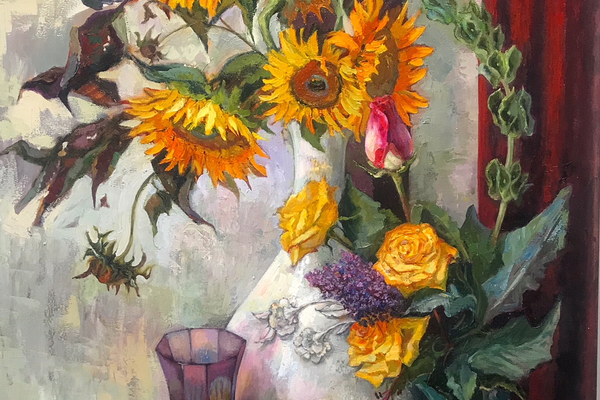 Matiko Mamaladze features sunflowers in several of her large still lifes.
