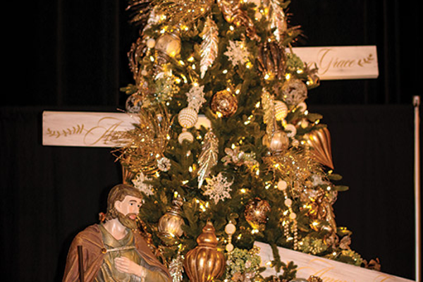 Annual Visalia Christmas Tree Auction [3 Images] Click Any Image To Expand - Annual Visalia Christmas Tree Auction Enjoy South Valley Living