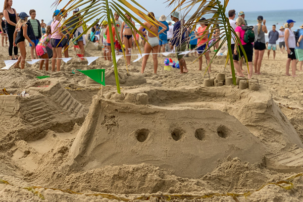 A boat sculpture by the Noemann and Peelle families of Manhattan Beach won third place in the all-ages group competition of the Sand Castle Design Contest. Photo via Manhattan Beach Department of Parks & Recreation