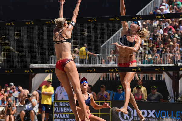 Sarah Pavan faces off against Alix Klineman. Photo credit: Robert Beck/AVP