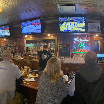 People watching March Madness, Oscar's Pizza